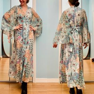 Vintage 60s/70s flaired sleeves dress